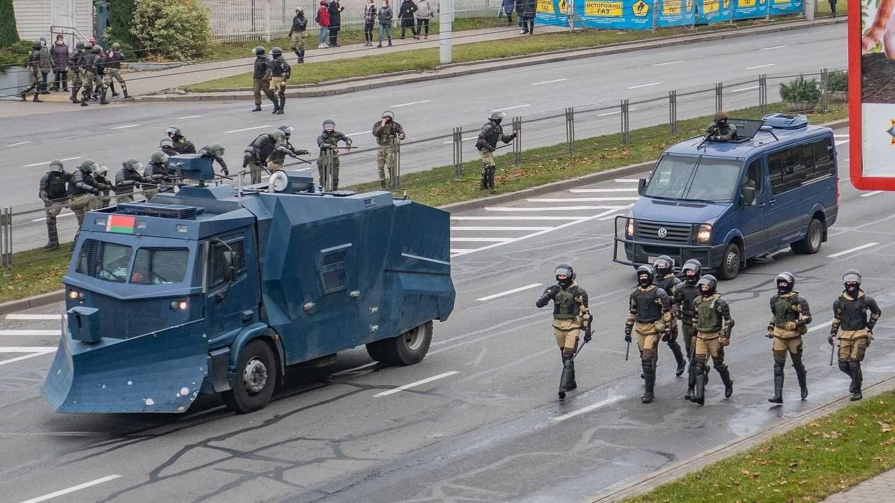 Reżim Łukaszenki brutalnie tłumi protesty (fot. Wiki 3.0/Homoatrox)