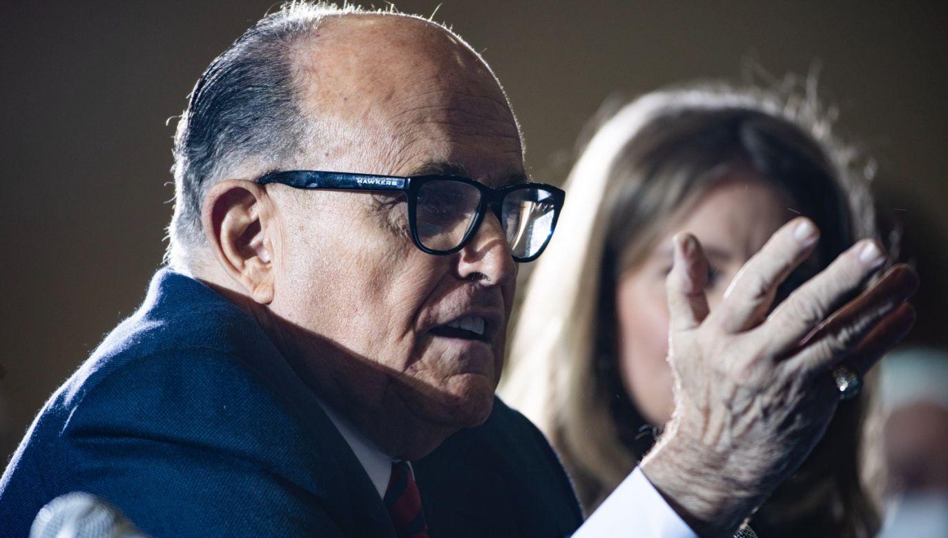 Prawnik Donalda Trumpa Rudy Giuliani kwestionuje wynik wyborczy (fot. PAP/EPA/JIM LO SCALZO)