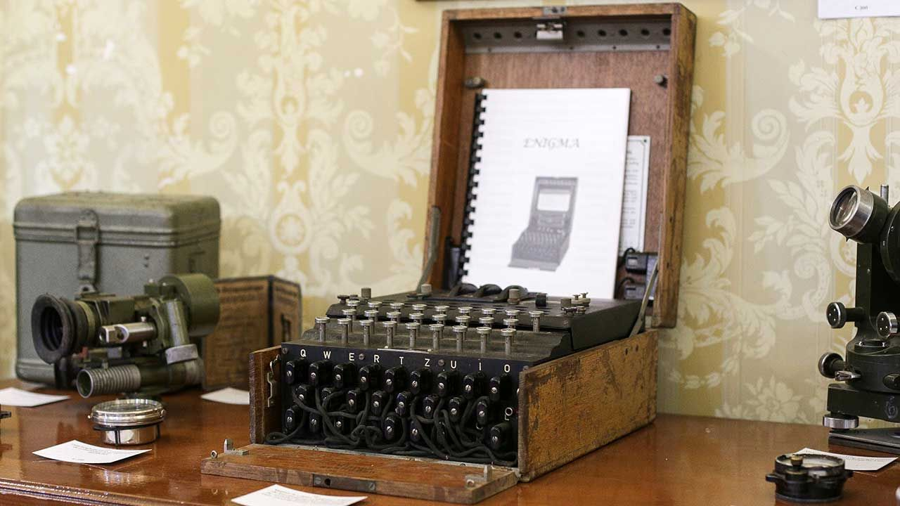 """""""Enigma jest maszyną szczególną i wkład polskich matematyków w złamanie jej szyfrów jest również szczególny"""" (fot. Octav Ganea/via REUTERS)"""