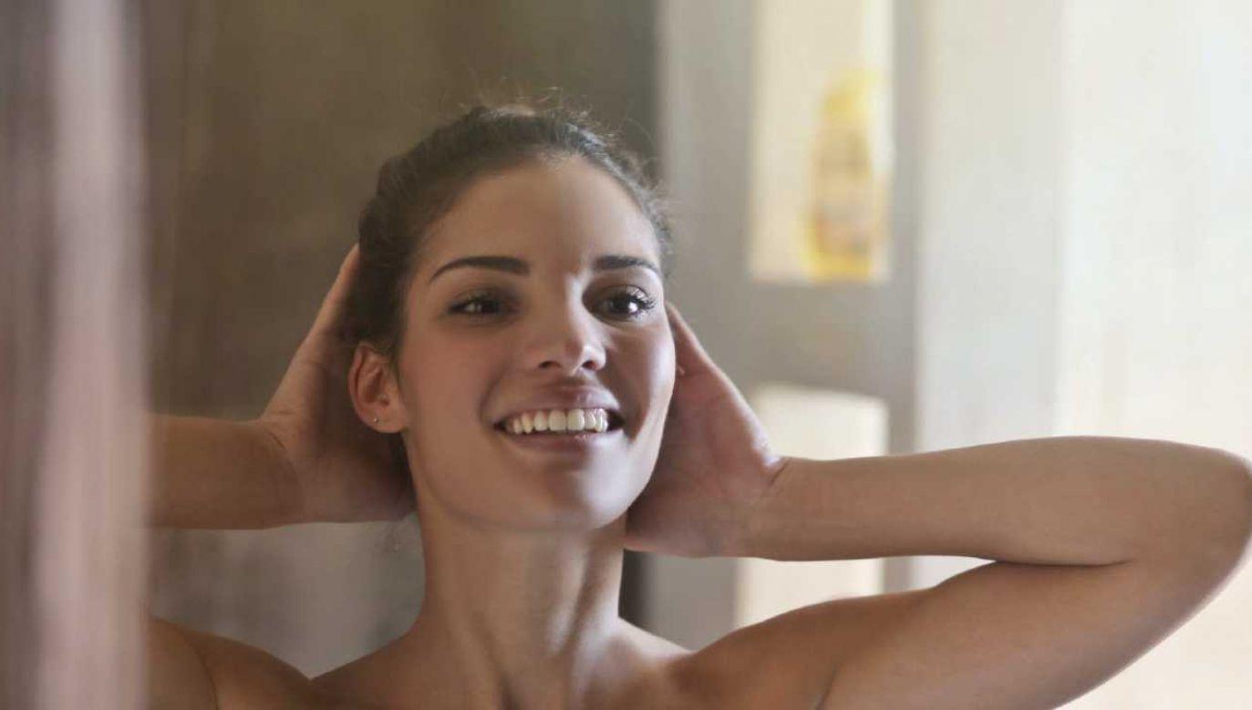 Woda ryżowa to tani i skuteczny kosmetyk do pielęgnacji włosów (fot. Pexels)