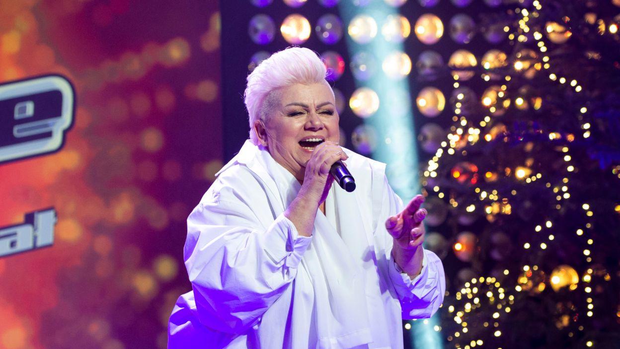 """Po wręczeniu nagród Barbara Parzeczewska jeszcze raz zaprezentowała swoje umiejętności wokalne w utworze """"I Will Survive"""" (fot. TVP)"""