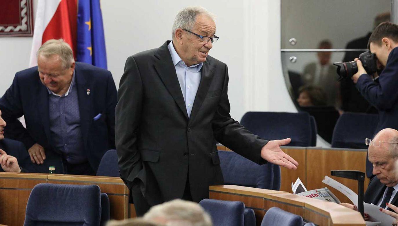 Jerzy Fedorowicz wieszczy, że kto odejdzie, będzie obłożony anatemą do trzech pokoleń (fot. PAP/Tomasz Gzell)
