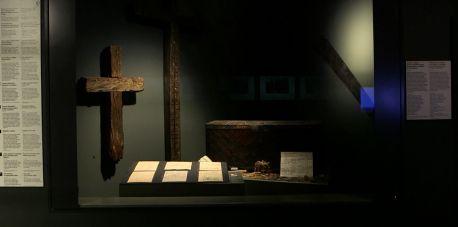 Krzyże w Muzeum II Wojny Światowej