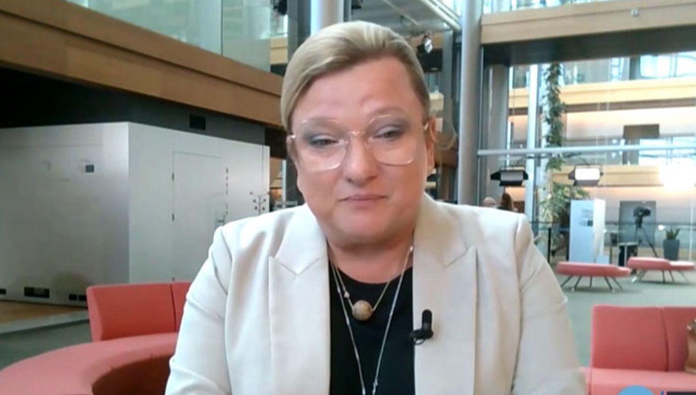 Beata Kempa skomentowała zachowanie Radosława Sikorskiego pod jej adresem (fot. TVP Info/ Polsat News)