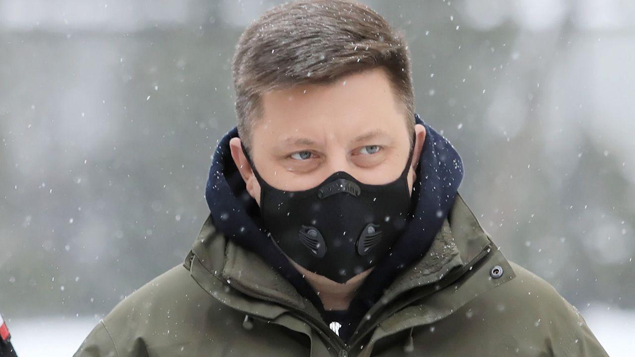 Dworczyk apeluje, by nie stać w kolejkach przed POZ (fot. PAP/Leszek Szymański)