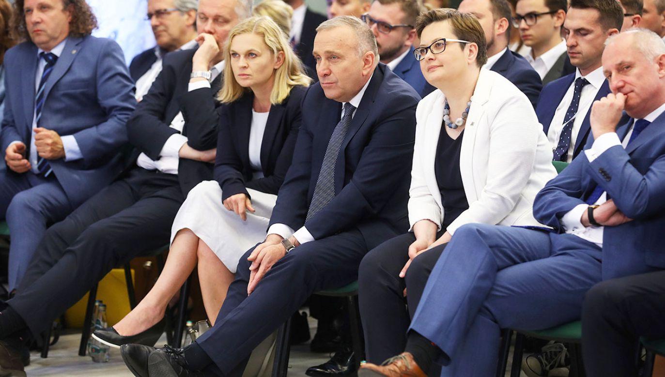 Mowa o Platformie Obywatelskiej, która na naszych oczach zmienia się w Polską Partię Przyjaciół Parodii (fot. PAP/Rafał Guz)
