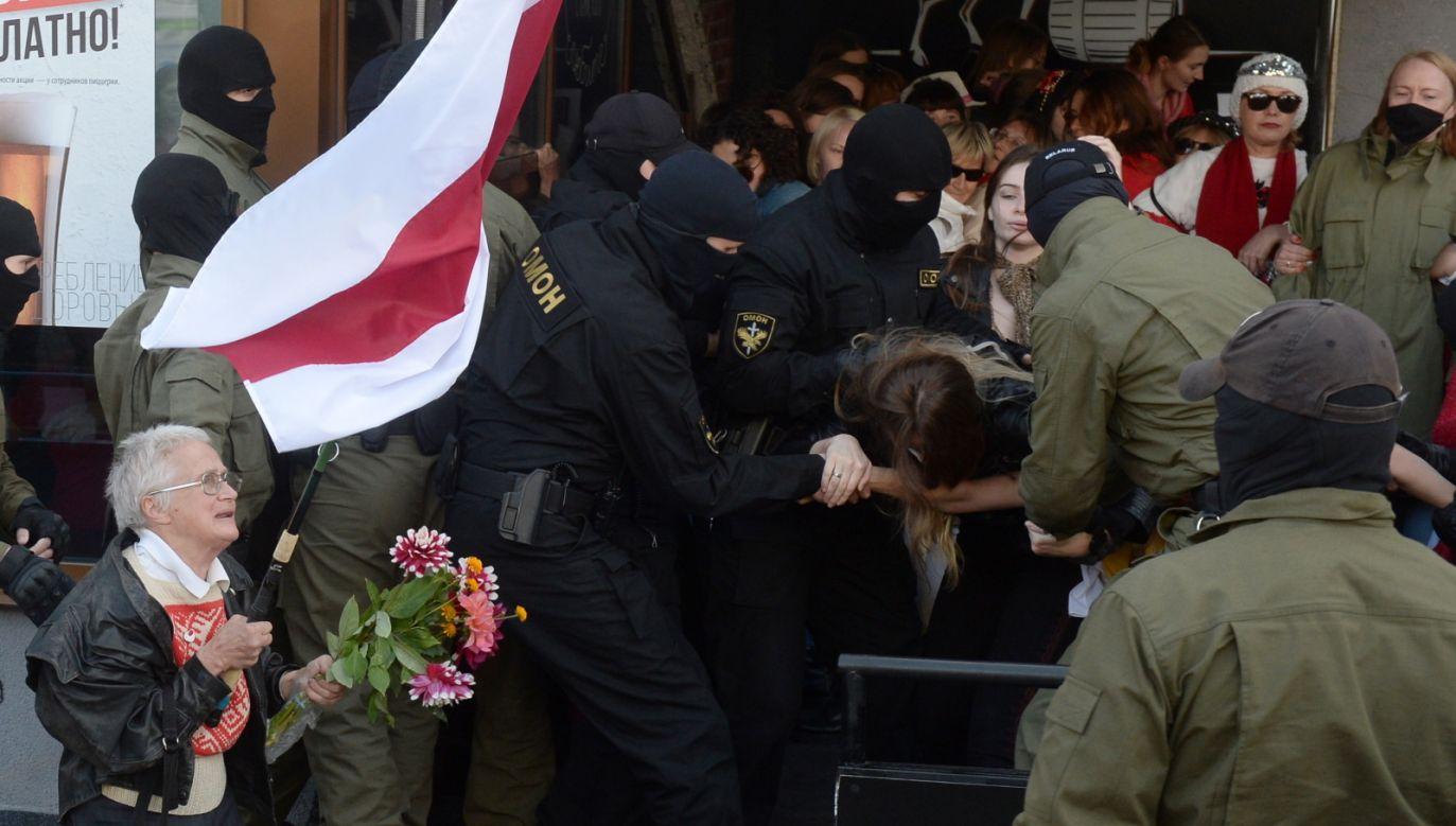 Mimo zatrzymań ludzie gromadzą się, by wziąć udział w Pochodzie (fot.PAP/EPA/STR)