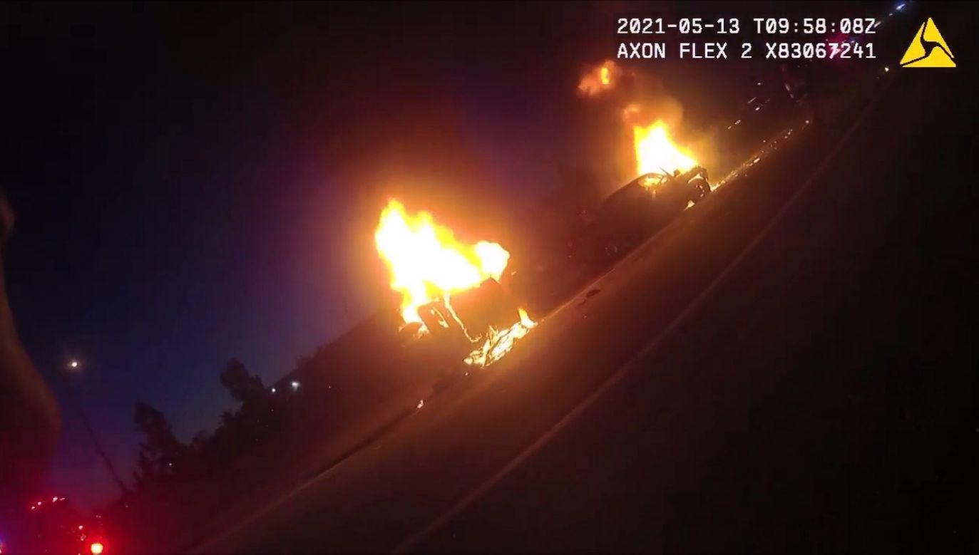 Pożar samochodów na drodze międzystanowej (fot. EBU/Louisville Metro Police Department)