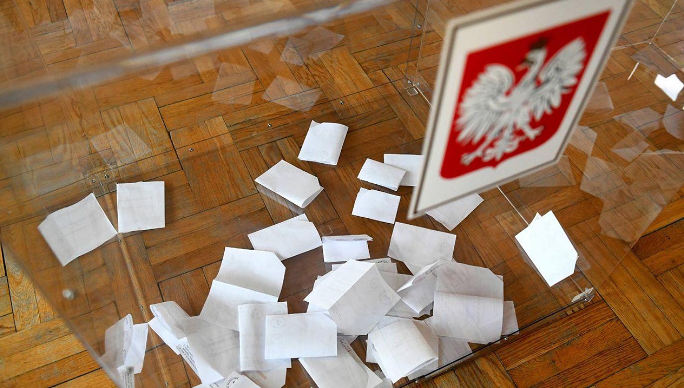 Kurierzy i listonosze codziennie dostarczają przesyłki i zamówienia internetowe – przypomniał publicysta (fot. PAP/Darek Delmanowicz)