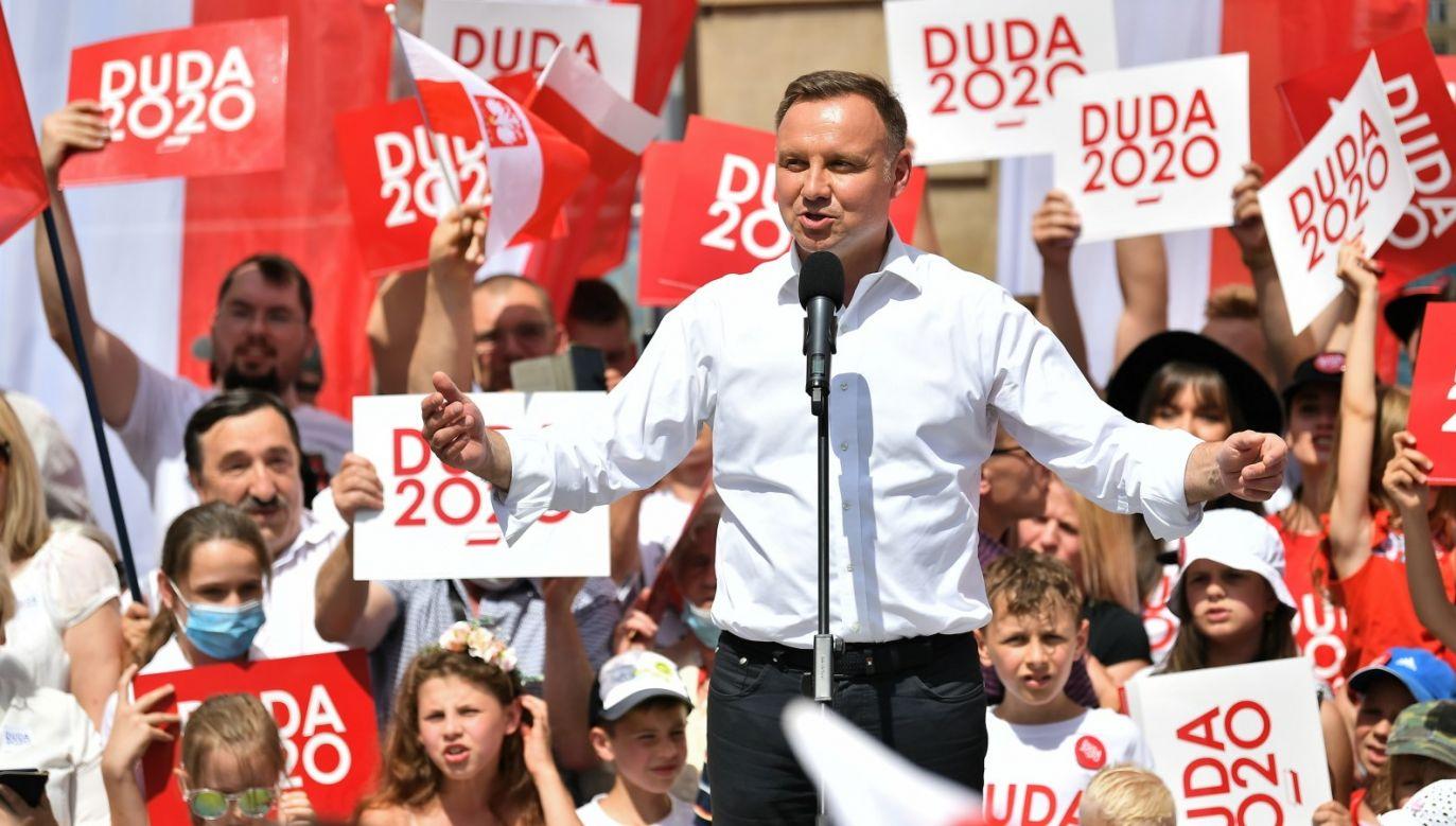 Oddanie głosu na ubiegającego się o reelekcję prezydenta deklaruje 50,9 proc. badanych (fot. PAP/Maciej Kulczyński)