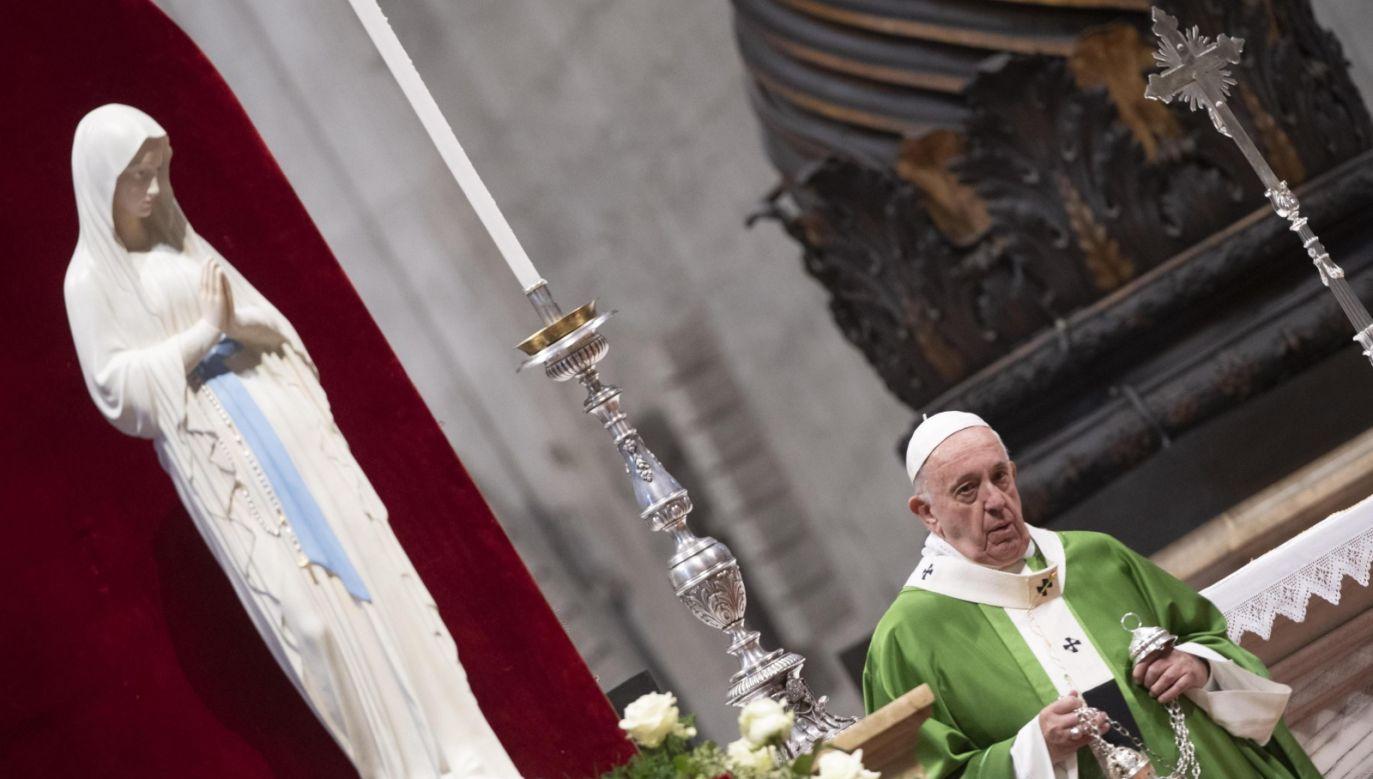 Na zakończenie obchodów Światowego Dnia Ubogich papież Franciszek odprawił mszę św. w bazylice watykańskiej (fot. PAP/EPA/CLAUDIO PERI)