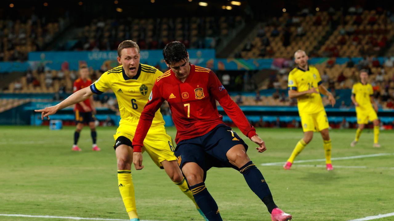 Ludwig Augustinsson i Alvaro Morata (fot. Getty Images)