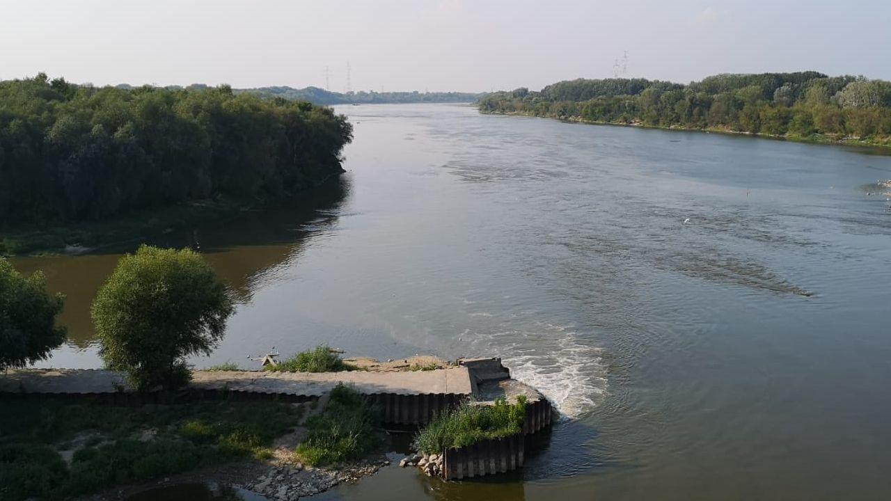 Nieczystości spływające bezpośrednio do Wisły  (fot. portal tvp.info/Radosław Poszwinski)