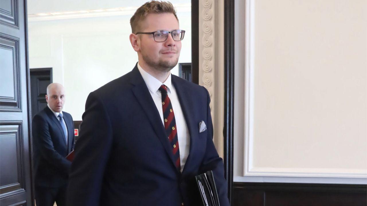 Minister środowiska Michał Woś został poddany kwarantannie (fot. PAP/Wojciech Olkuśnik)