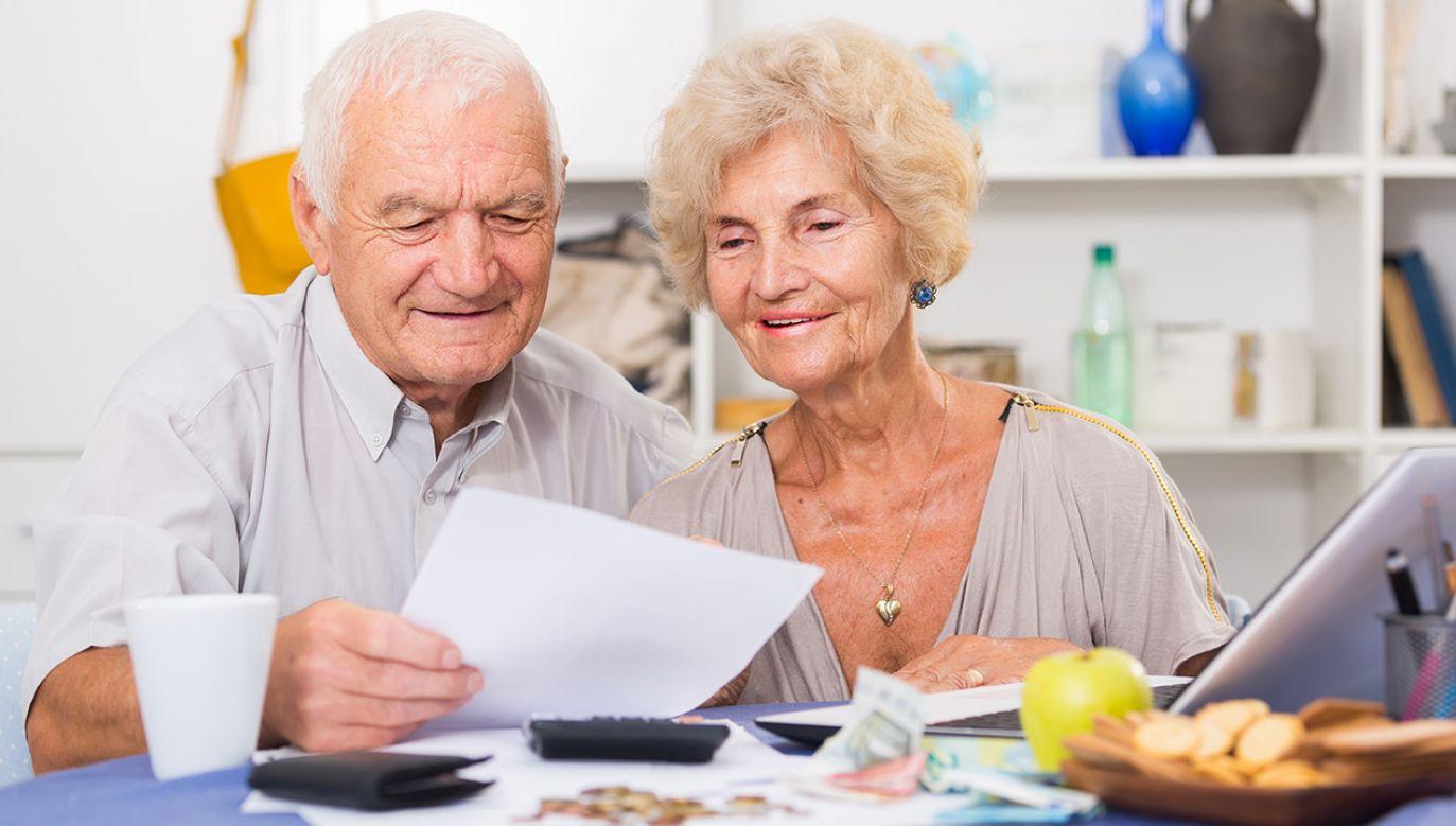 Nowela przewiduje, że pieniądze na refundację tzw. trzynastych emerytur 2019 r.  są kosztami Funduszu Solidarnościowego (fot.  Shutterstock/Iakov Filimonov)