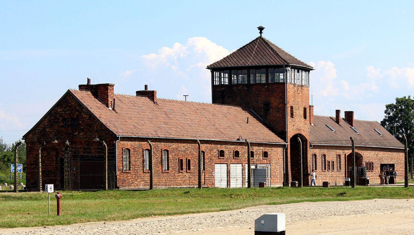Niemcy założyli obóz Auschwitz w 1940 r., aby więzić w nim Polaków (fot. Shutterstock/Daniel Bartos)