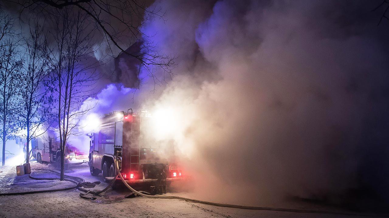 Pożar poddasza domu jednorodzinnego w Zachodniopomorskim (fot. PAP/Łukasz Gągulski, zdjęcie ilustracyjne)