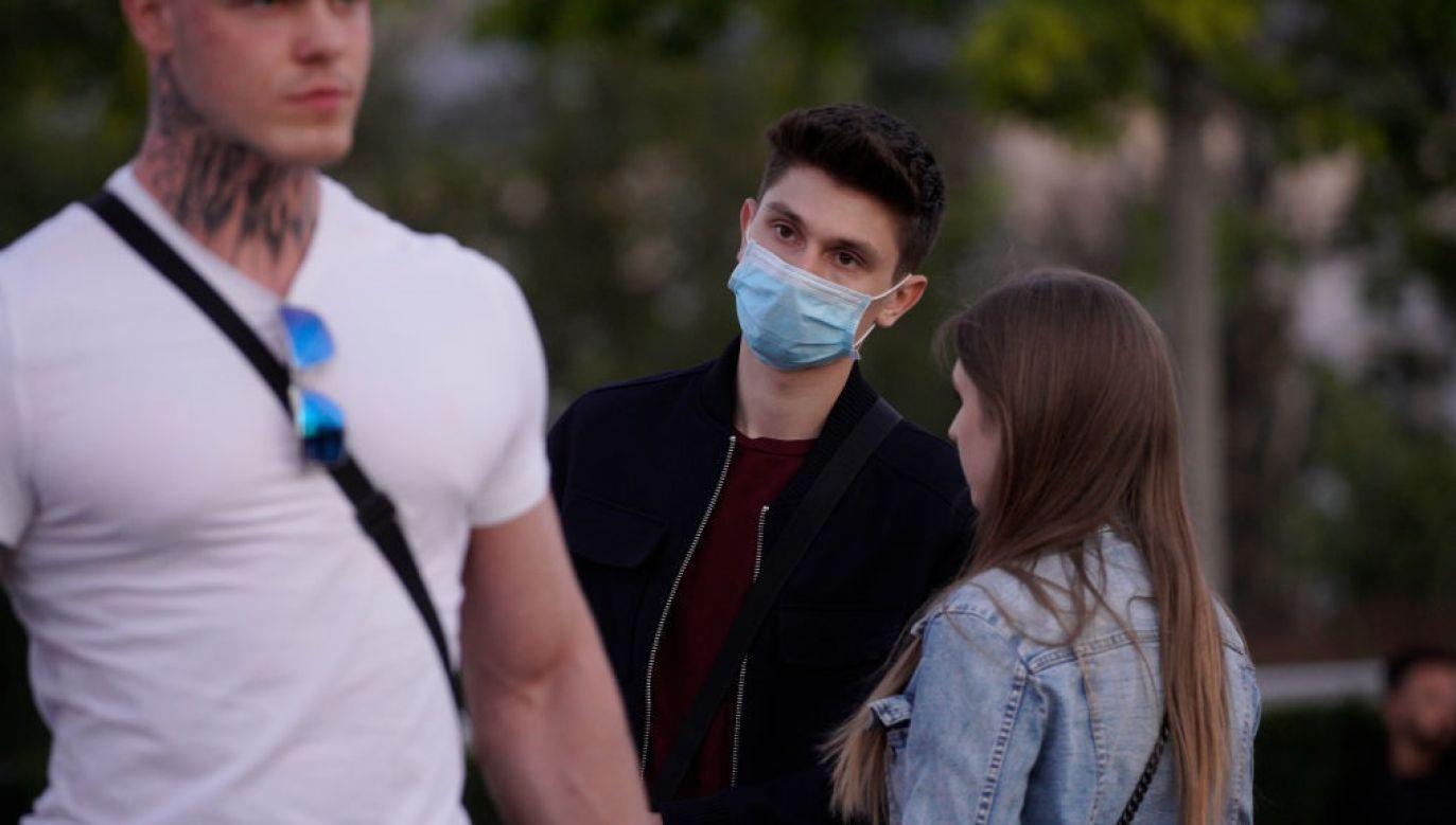 Negowanie zagrożenia i lekceważenie zaleceń może być istotnym czynnikiem wzrostu zachorowań i zgonów (fot. Jaap Arriens/NurPhoto via Getty Images)