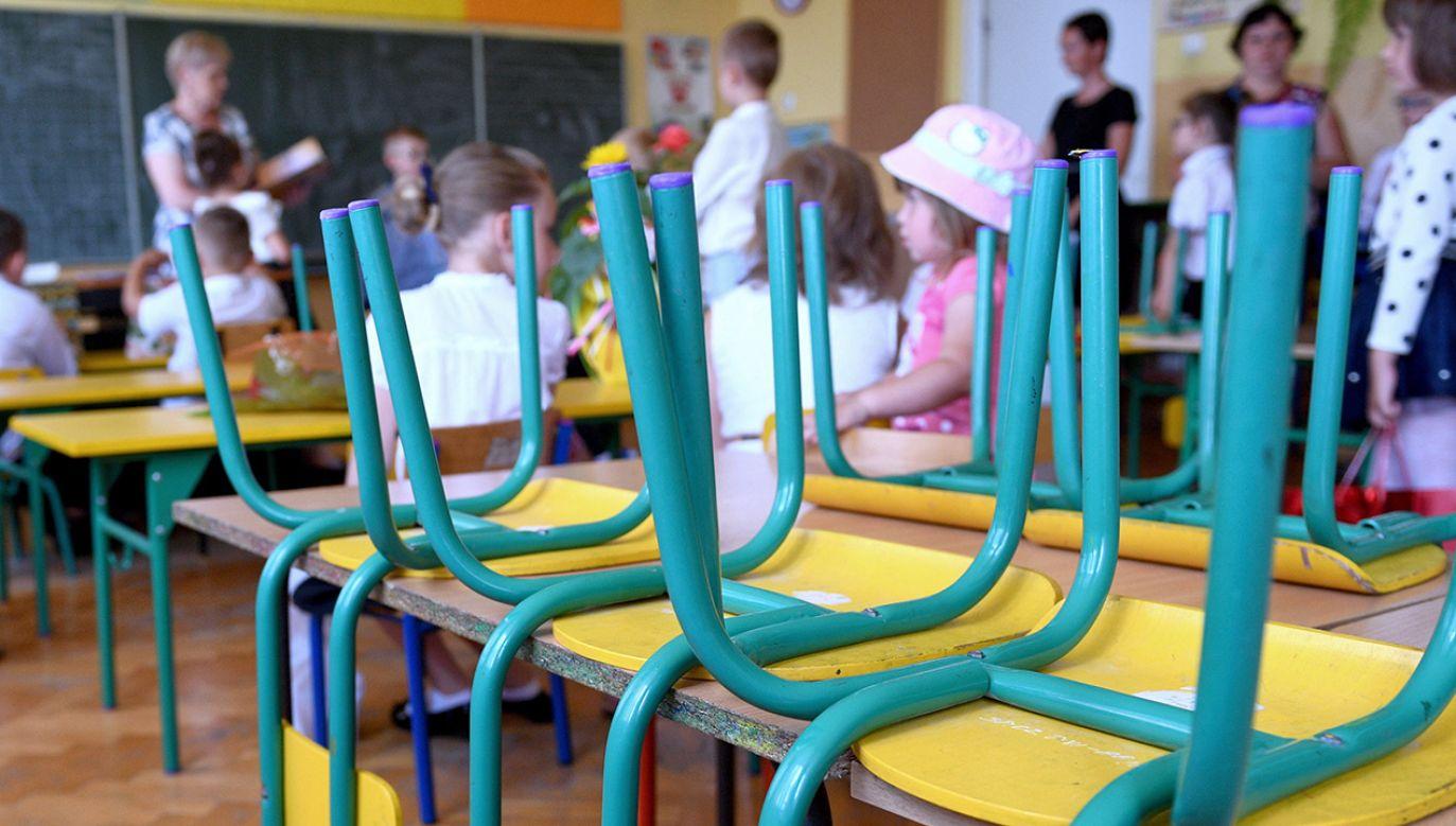 Pamięć o dziewczynce uczczono minutą ciszy (fot. PAP/Darek Delmanowicz, zdjęcie ilustracyjne)