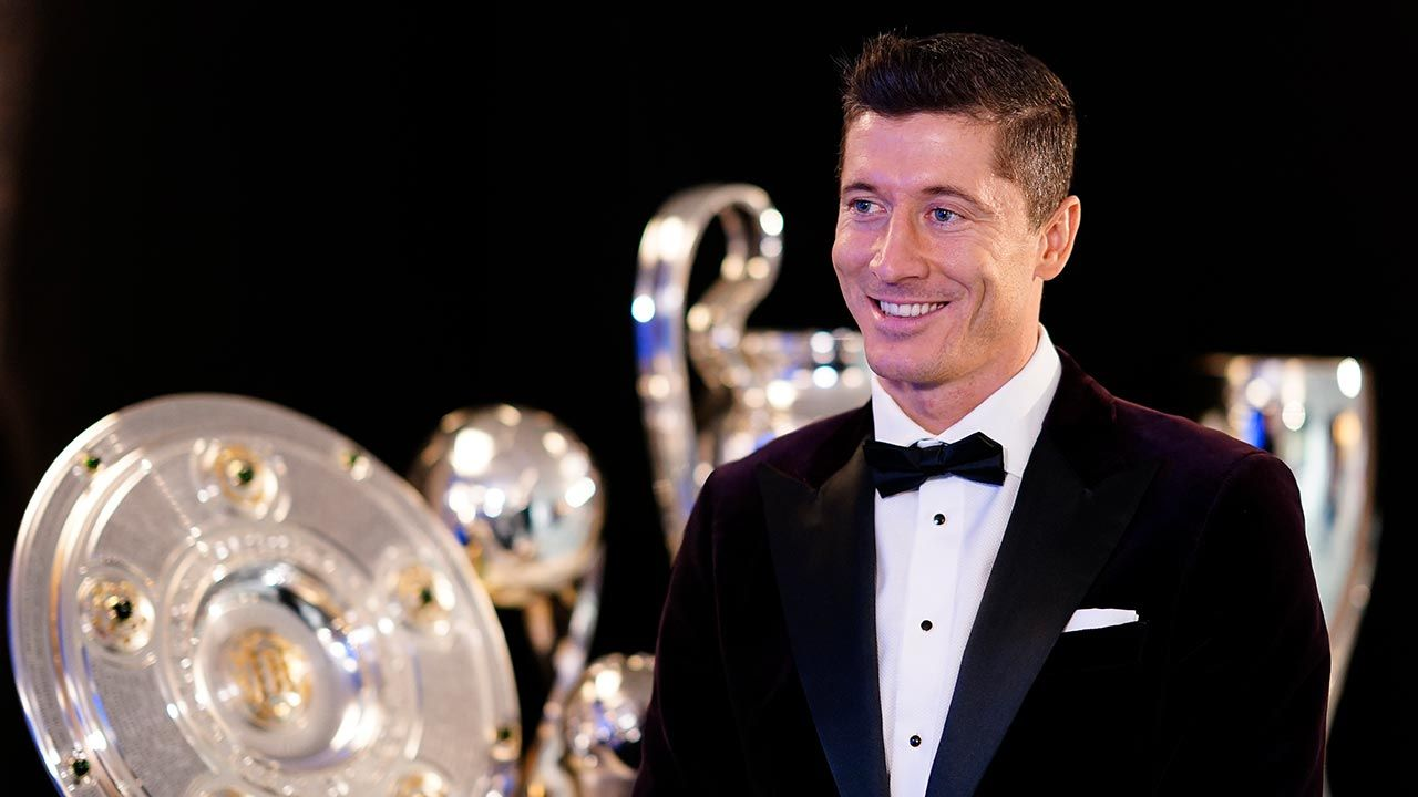 Robert Lewandowski ma powody do zadowolenia (fot. Pool/Marco Donato-FC Bayern/Pool via Getty Images)