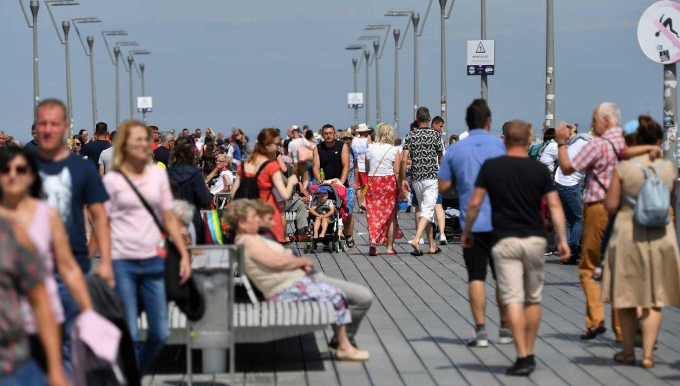 Bon turystyczny obowiązuje od 1 sierpnia (fot. PAP/Marcin Bielecki)