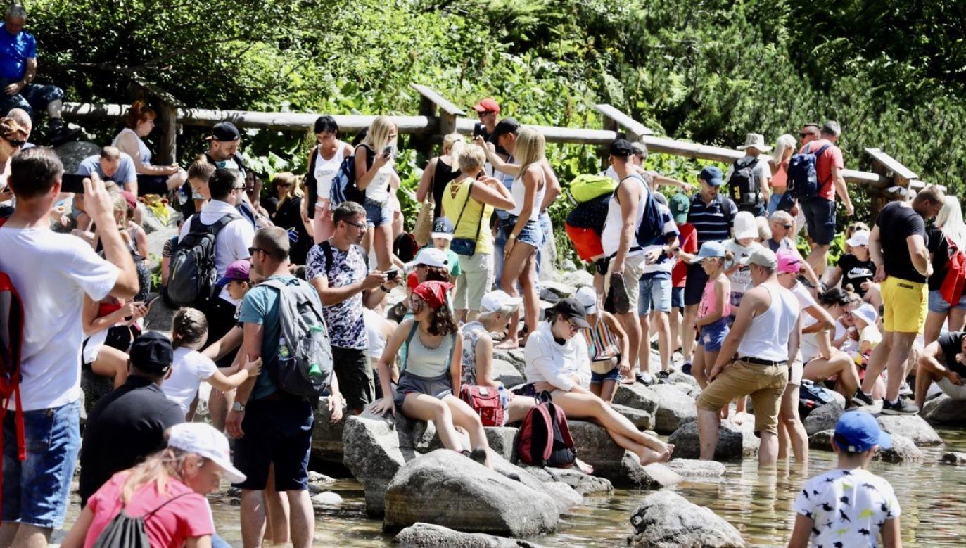 Resort zdrowia w czwartek poinformował o planowanym wprowadzeniu od soboty dodatkowych obostrzeń w 19 powiatach z największym przyrostem zakażeń (fot. PAP/Grzegorz Momot)