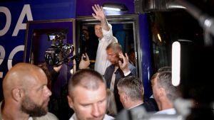 Prezydent Andrzej Duda po debacie prezydenckiej TVP w Końskich (fot. PAP/Marcin Obara)
