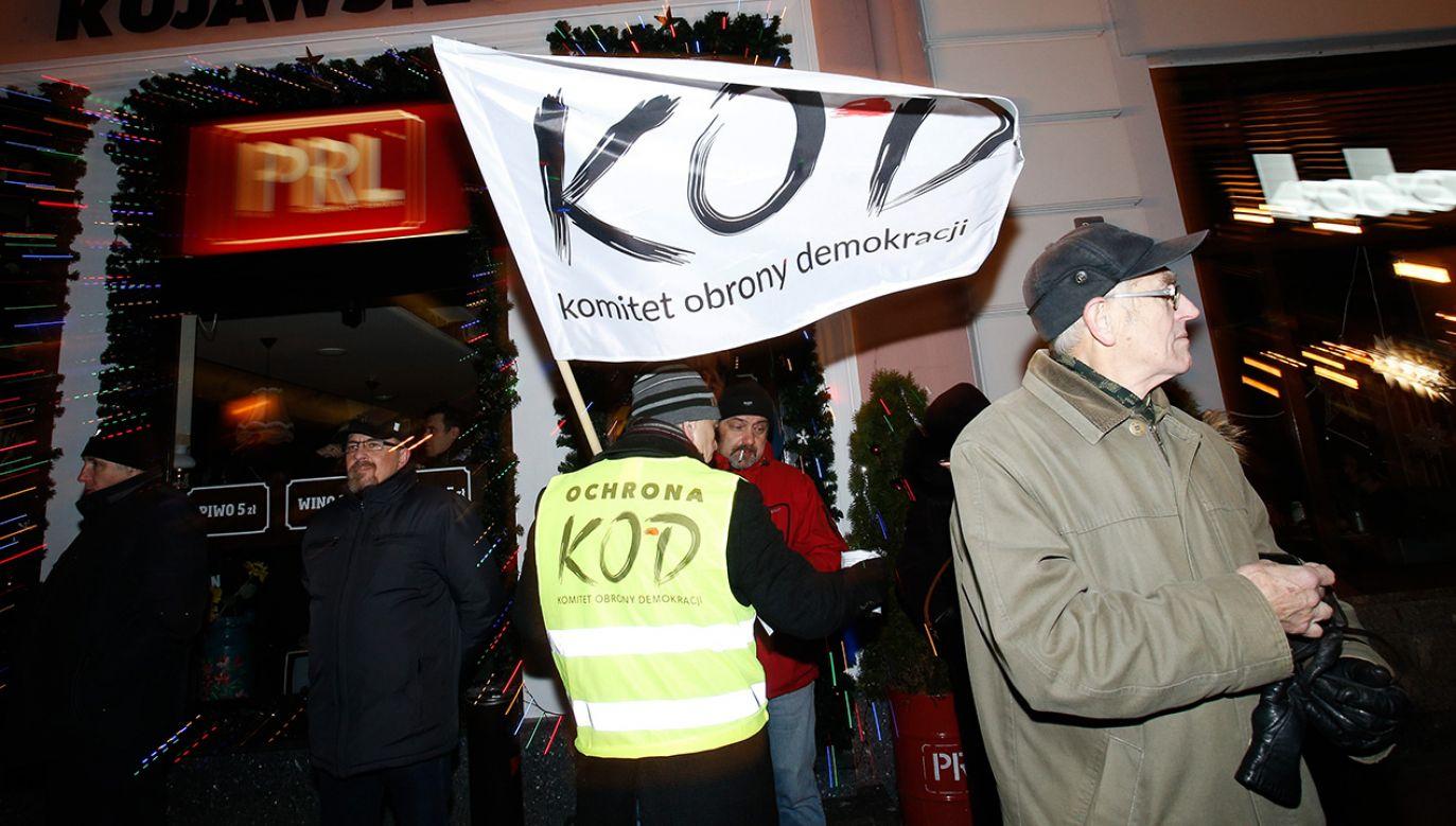 Komentarz do skandalicznej akcji KOD (fot. Jaap Arriens/NurPhoto via Getty Images)