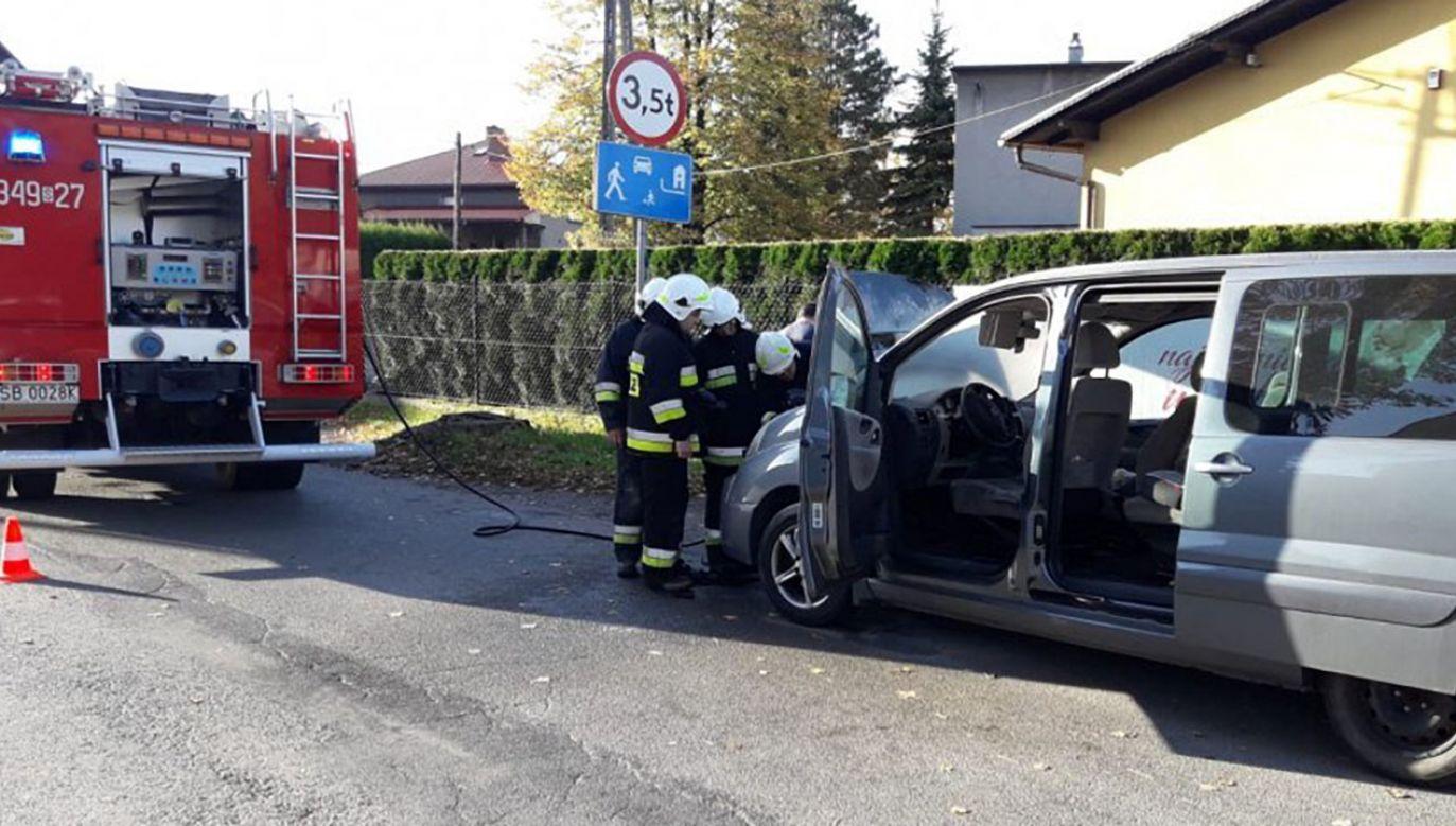 Dzięki błyskawicznej reakcji policjantów kobieta wyszła z opresji cała i zdrowa (fot. Komenda Miejskiej Policji w Bielsku-Białej)