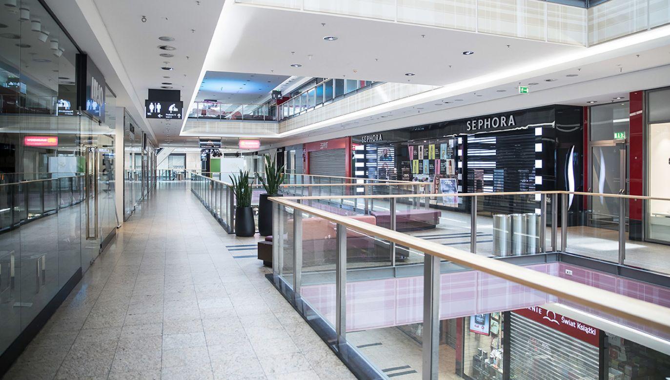 W związku z epidemiąkoronawirusa galerie handlowe są nieczynne (fot. PAP/Łukasz Gągulski)
