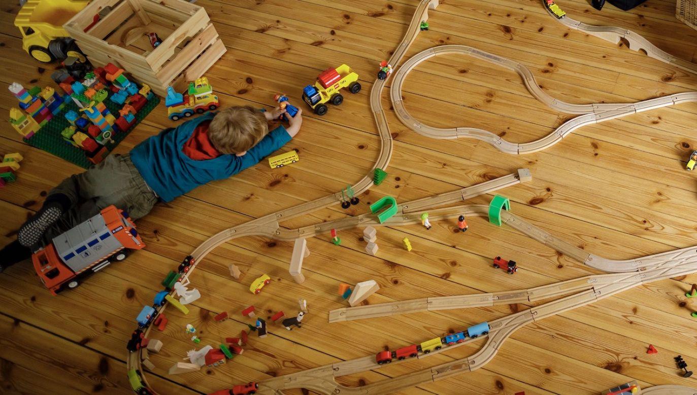 Jak informuje UOKiK, na zakwestionowanych zabawkach brakowało informacji o producencie czy ostrzeżeniach, instrukcji użytkowania lub znaku CE(fot. Thomas Trutschel/Photothek via Getty Images)