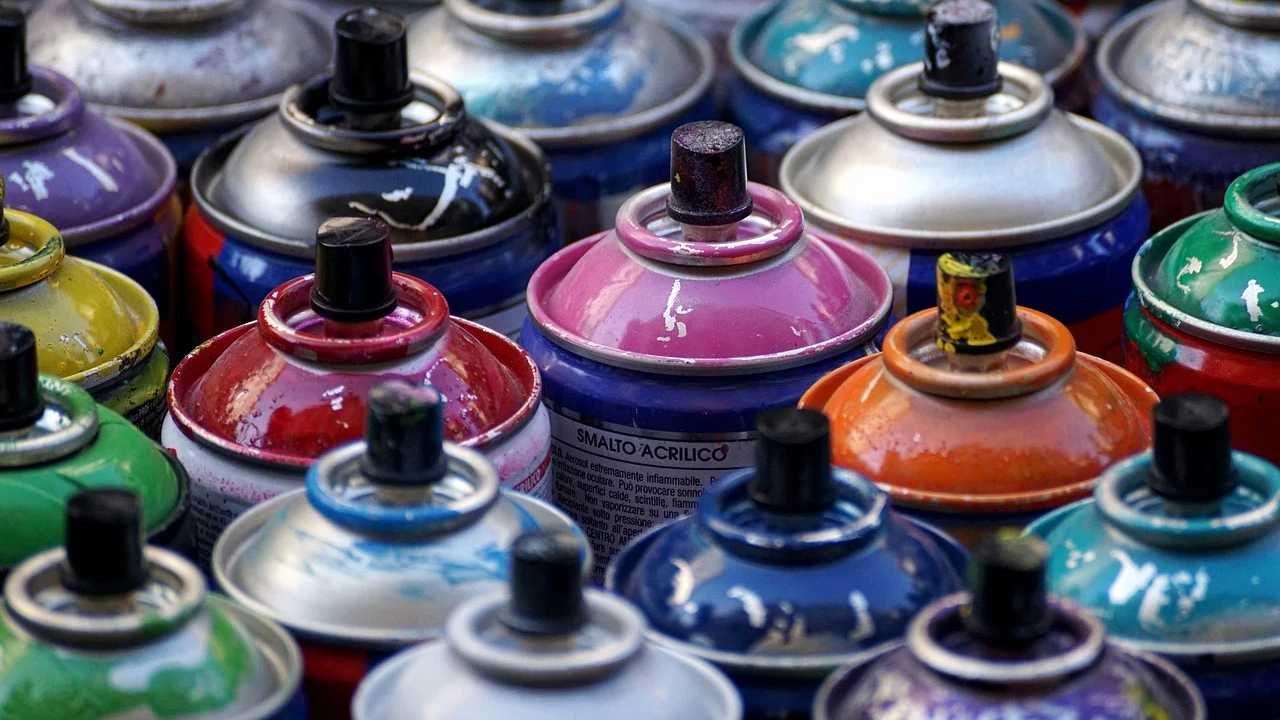 Grafficiarze dokonują tysięcy aktów wandalizmu rocznie (fot. Pixabay)