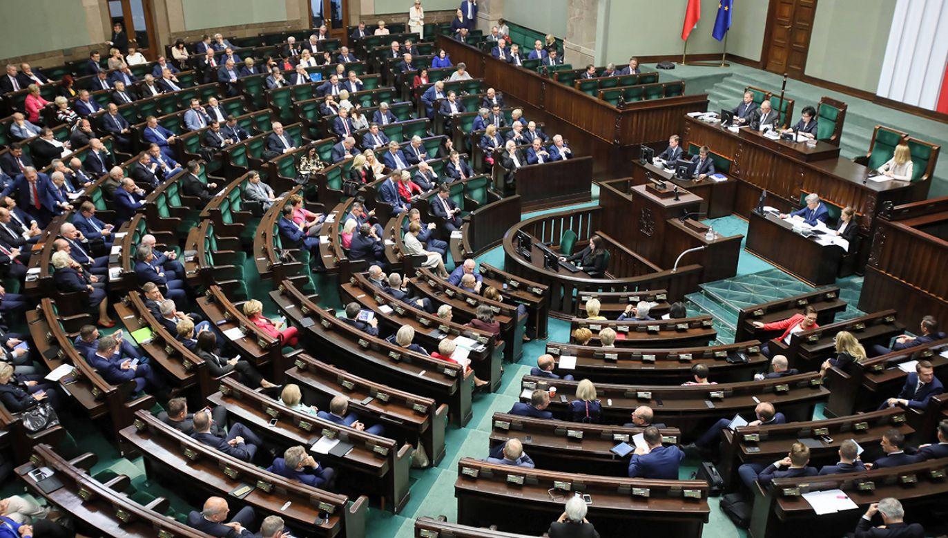 Posłowie mają zająć się m.in. sprawozdaniem komisji śledczej ds. Amber Gold  (fot. PAP/Leszek Szymański)
