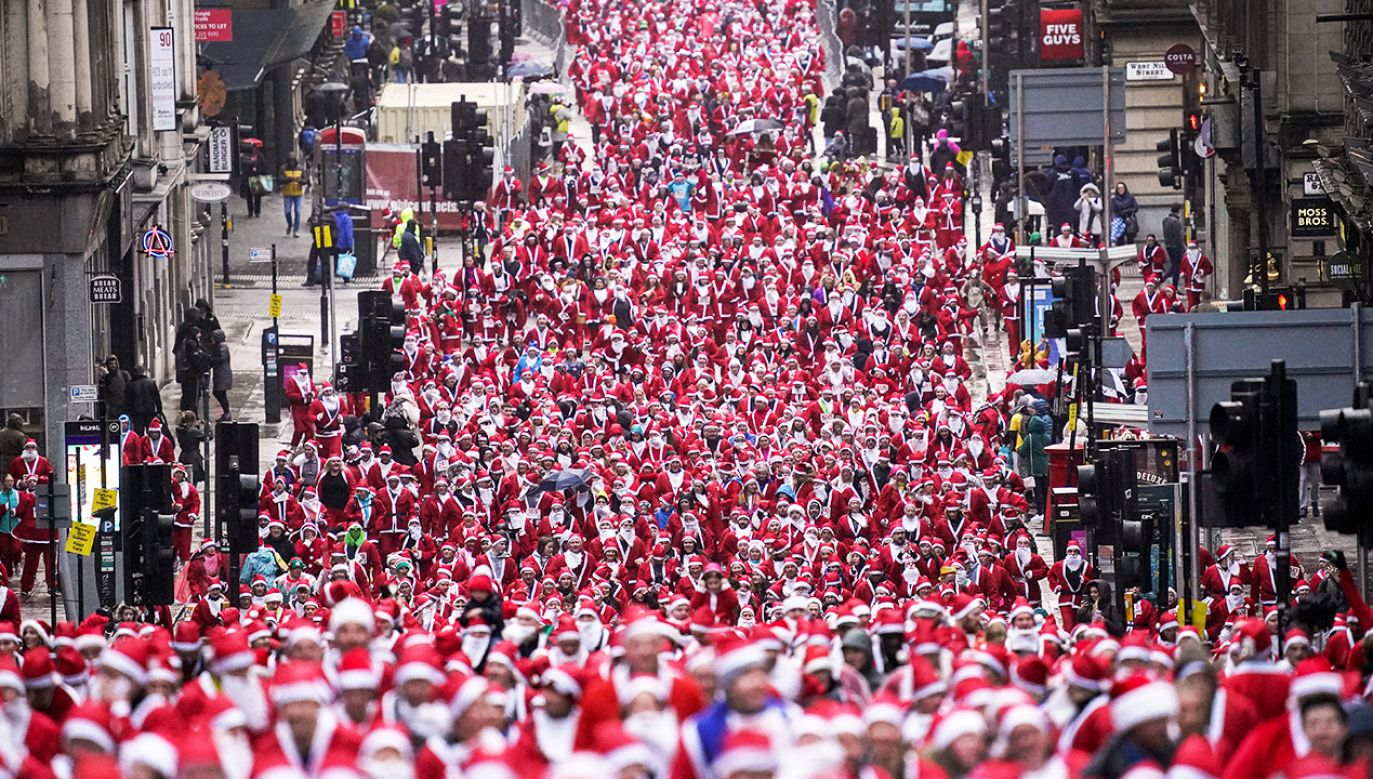 """Santa Dash"" odbywa się w Glasgow od 2006 roku (fot. Jeff J Mitchell/Getty Images)"