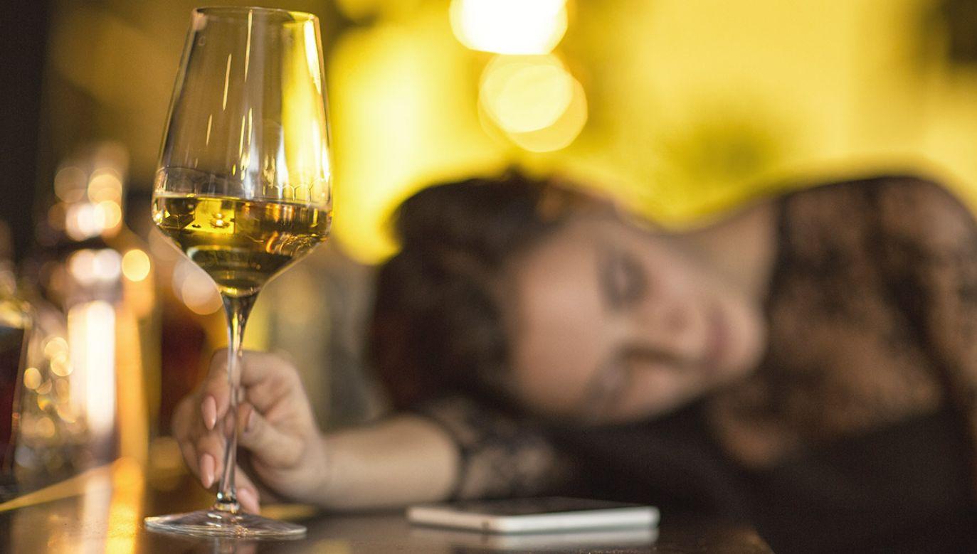 Kobieta miała 0,6 promila alkoholu w wydychanym powietrzu (fot. Shutterstock/Zoriana Zaitseva)
