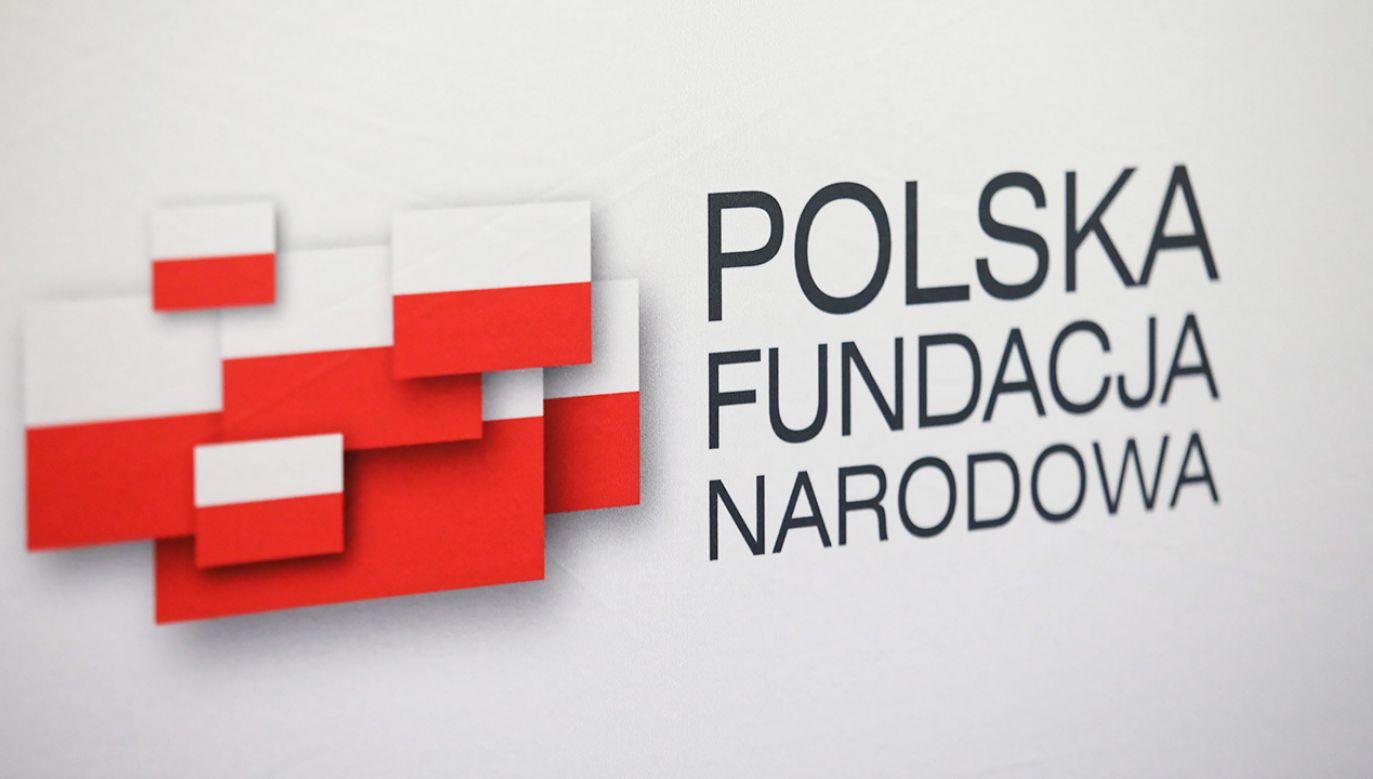 Przedstawiciele fundacji poinformowali o skutkach działań w walce z koronawirusem (fot. PAP/Leszek Szymański)