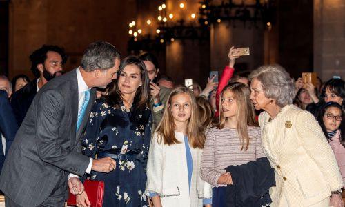 21 kwietniu 2019. (Od lewej) Król Hiszpanii Filip VI Burbon wraz z żoną Letycją, księżniczkami Eleonorą i Zofią Hiszpanii oraz królową matką Zofią Grecką uczestniczą we Mszy Wielkanocnej w katedrze w Palma de Mallorca. Fot.: Cati Cladera - Agencja EFE - Pool / Getty Images