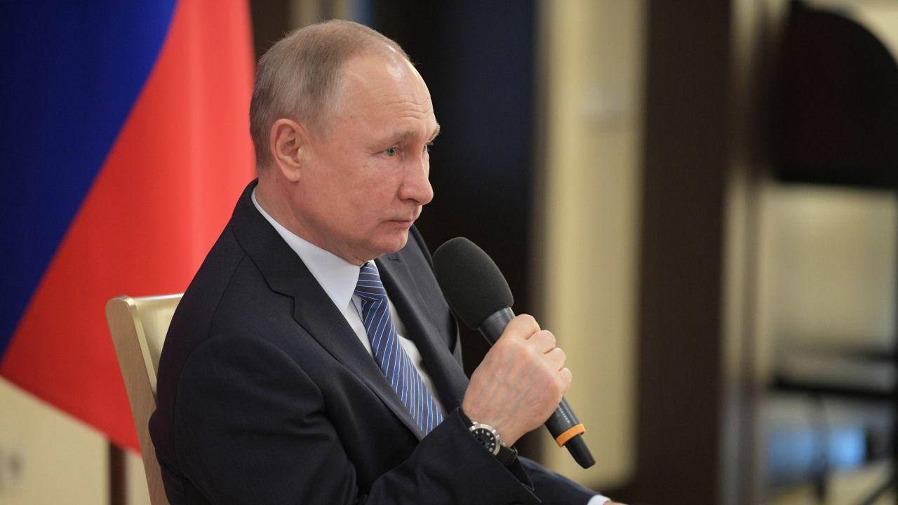 """""""Mamy obecnie, przy okazji kryzysu związanego z pandemią, do czynienia z mocnym zintensyfikowaniem działań rosyjskich"""" (PAP/EPA/ALEXEI DRUZHININ / SPUTNIK/ KREMLIN POOL)"""