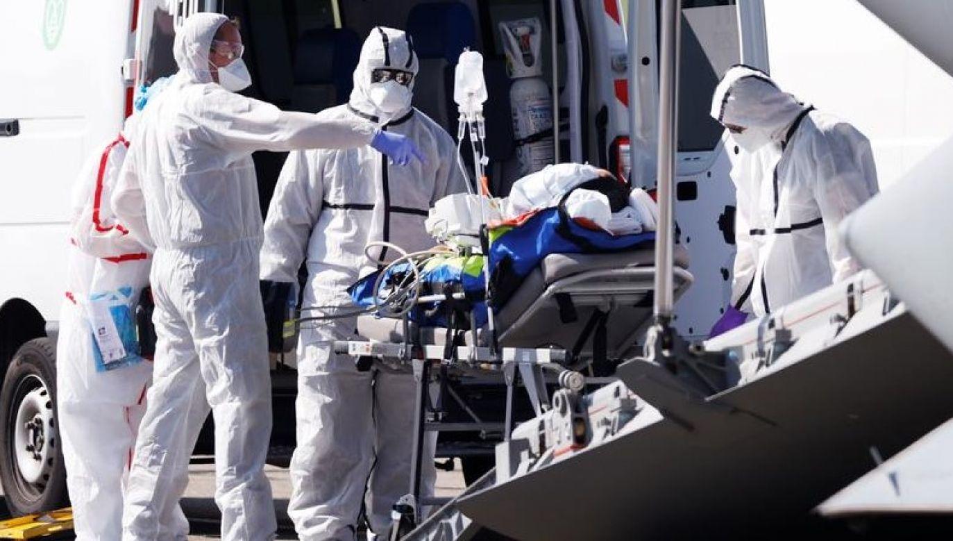 """""""Dzięki kryzysowi (...) koronawirusa wielu naszych rodaków zrozumiało, że żaden z nich nie jest alfą i omegą swego życia"""" (fot. REUTERS / Christian Hartmann)"""
