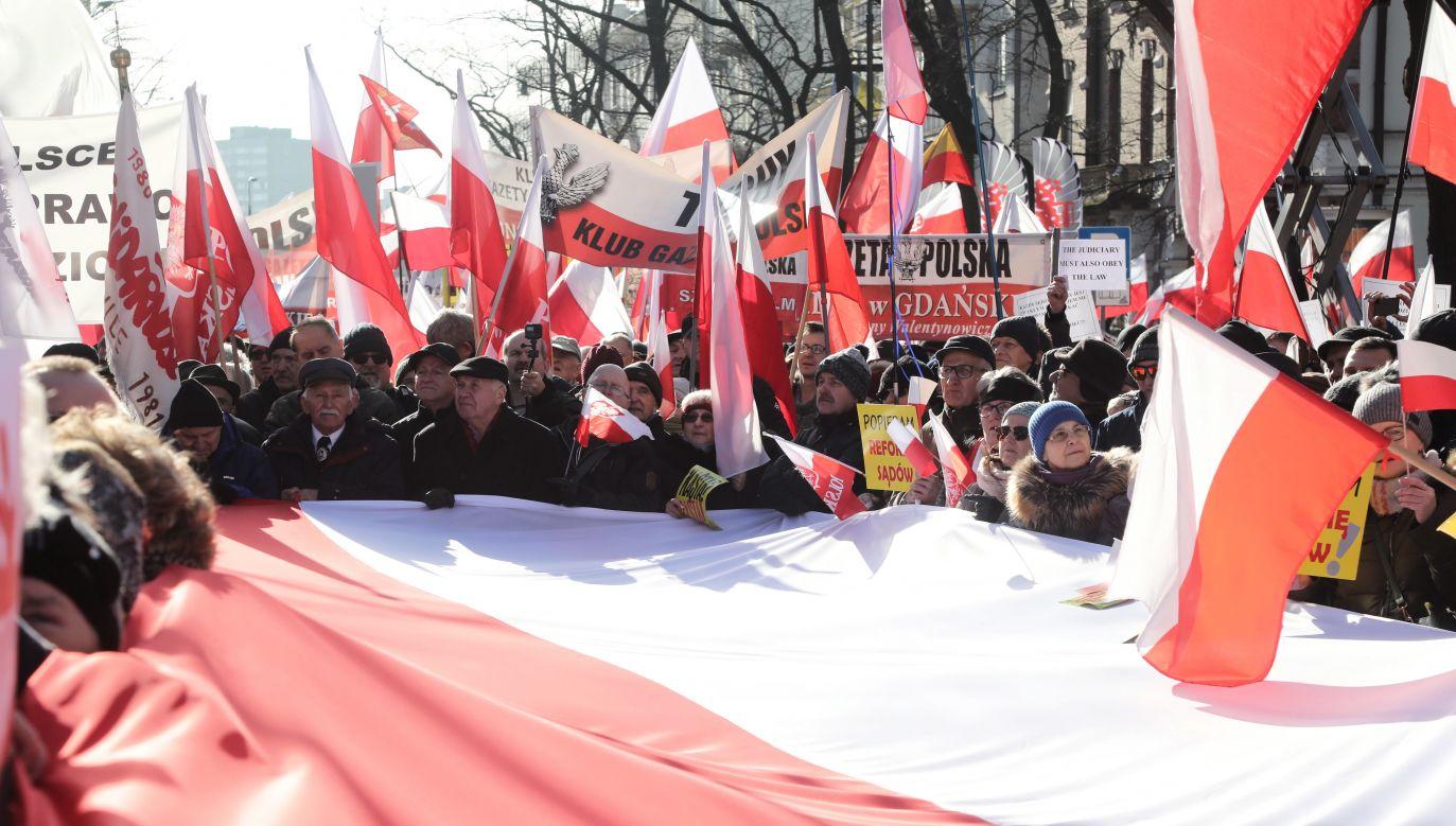 Spór o suwerenność Polski trwa (fot. PAP/Wojciech Olkuśnik)