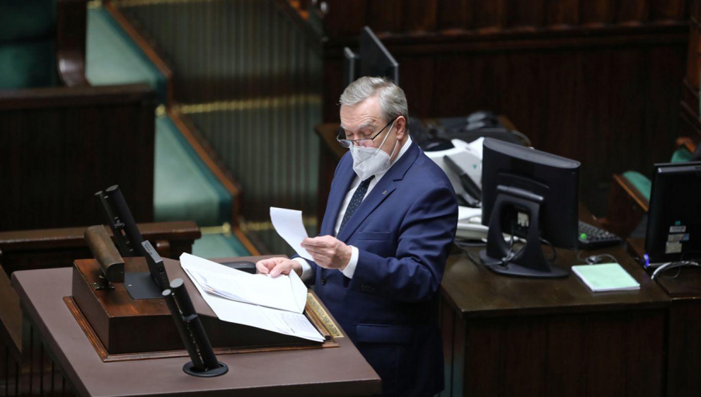 Minister przedstawił informację nt. procedury przyznawania rekompensat w ramach Funduszu Wsparcia Kultury (fot. PAP/Wojciech Olkuśnik)