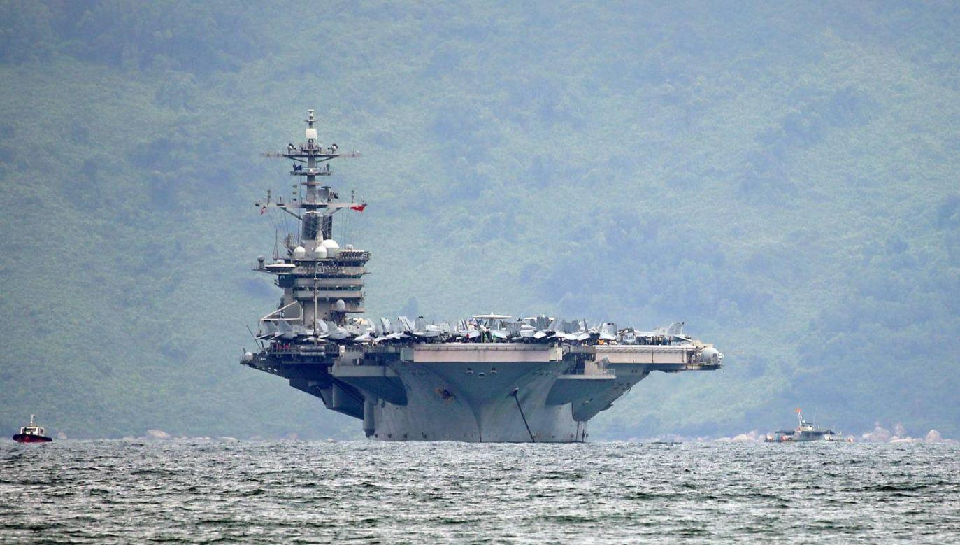 Na USS Theodore Roosevelt musiały pozostać osoby niezbędne do codziennej obsługi lotniskowca (fot. PAP/EPA/STR)