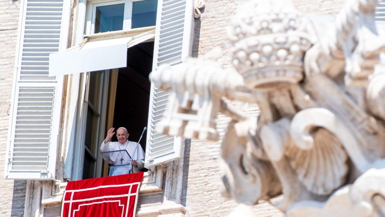 Na wstępie papież Franciszek przypomniał słowa amerykańskiego kosmonauty Neila Armstronga, wypowiedziane po wylądowaniu na Księżycu (fot. PAP/EPA/CLAUDIO PERI)