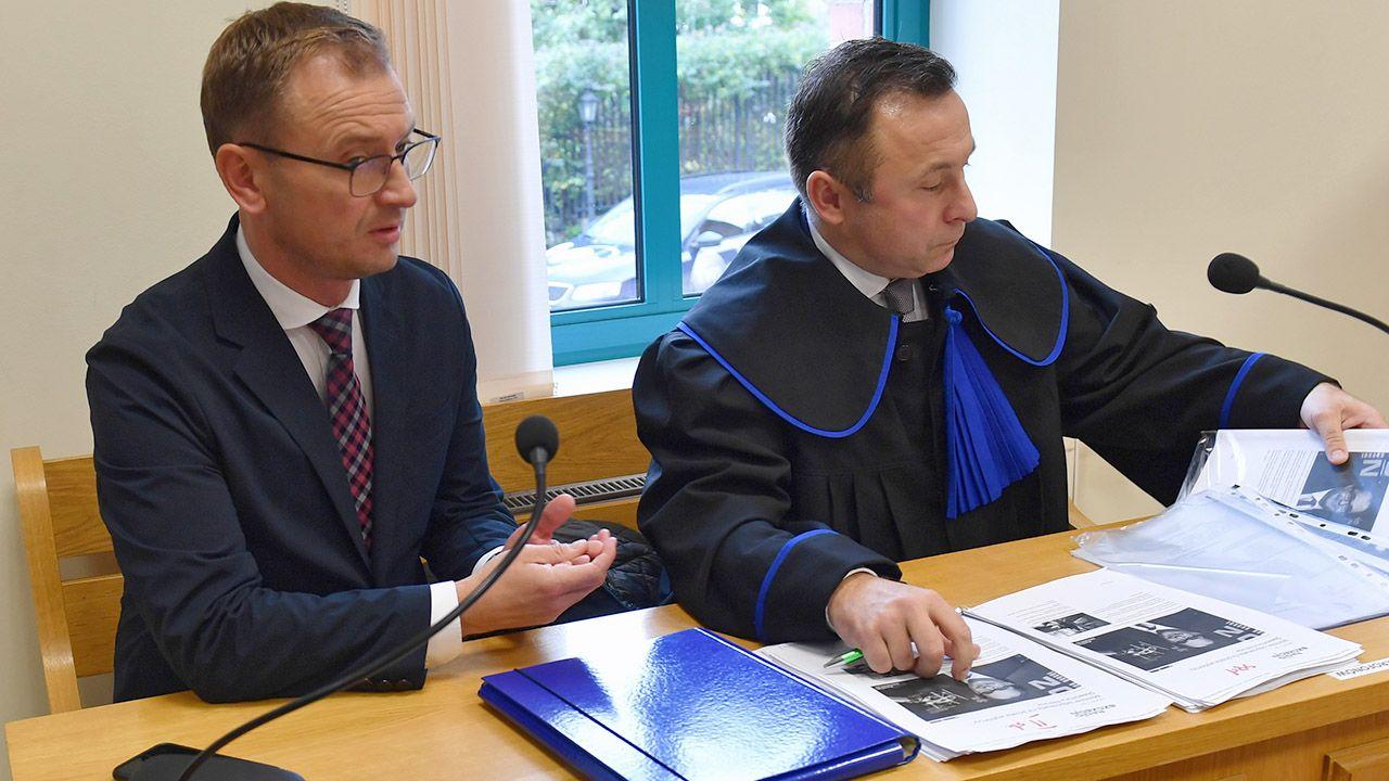 Sławomir Nitras uważa, że wypłacano mu za niskie wyposażenie (fot. PAP/Marcin Bielecki)