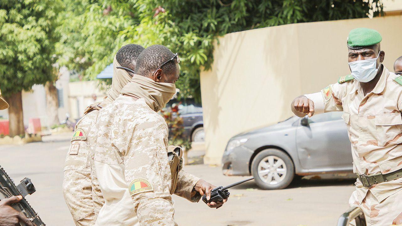 Porwany dziennikarz prosi o pomoc (fot. John Kalapo/Getty Images)