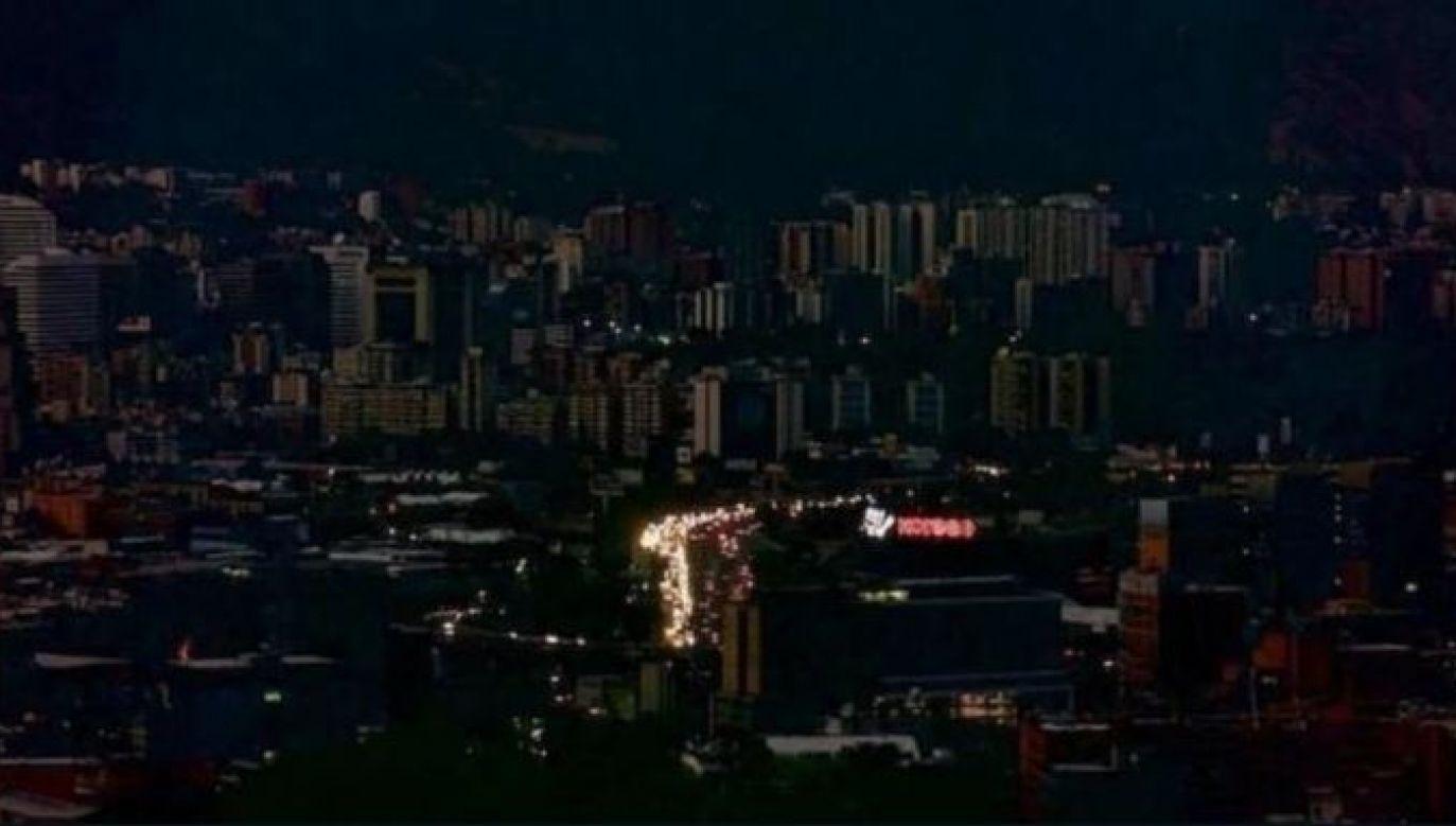 Dostawy prądu wstrzymano w większości Caracas (fot. Twitter/Ricardo Aleman)