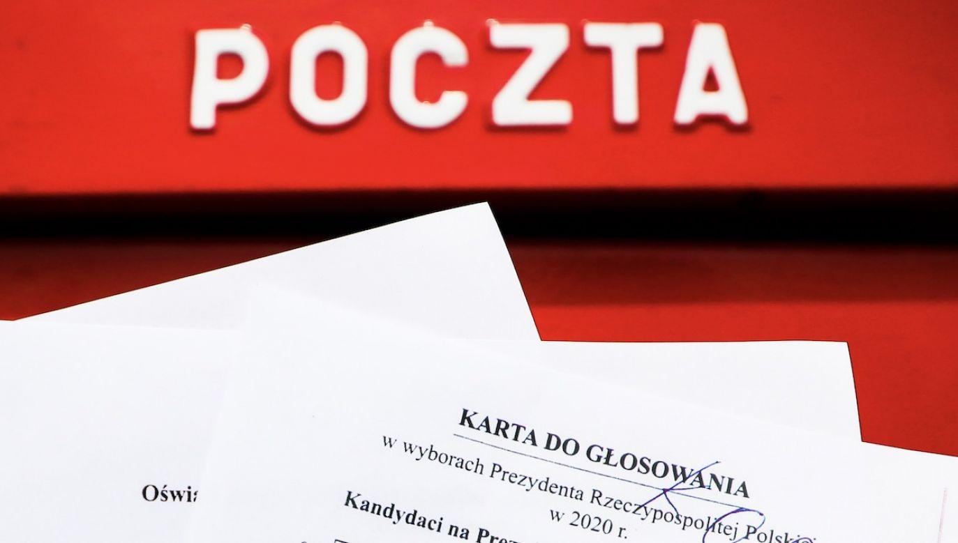 Wzrosła liczba wyborców, którzy zdecydowali się na głosowanie korespondencyjne (fot. Beata Zawrzel/NurPhoto via Getty Images)