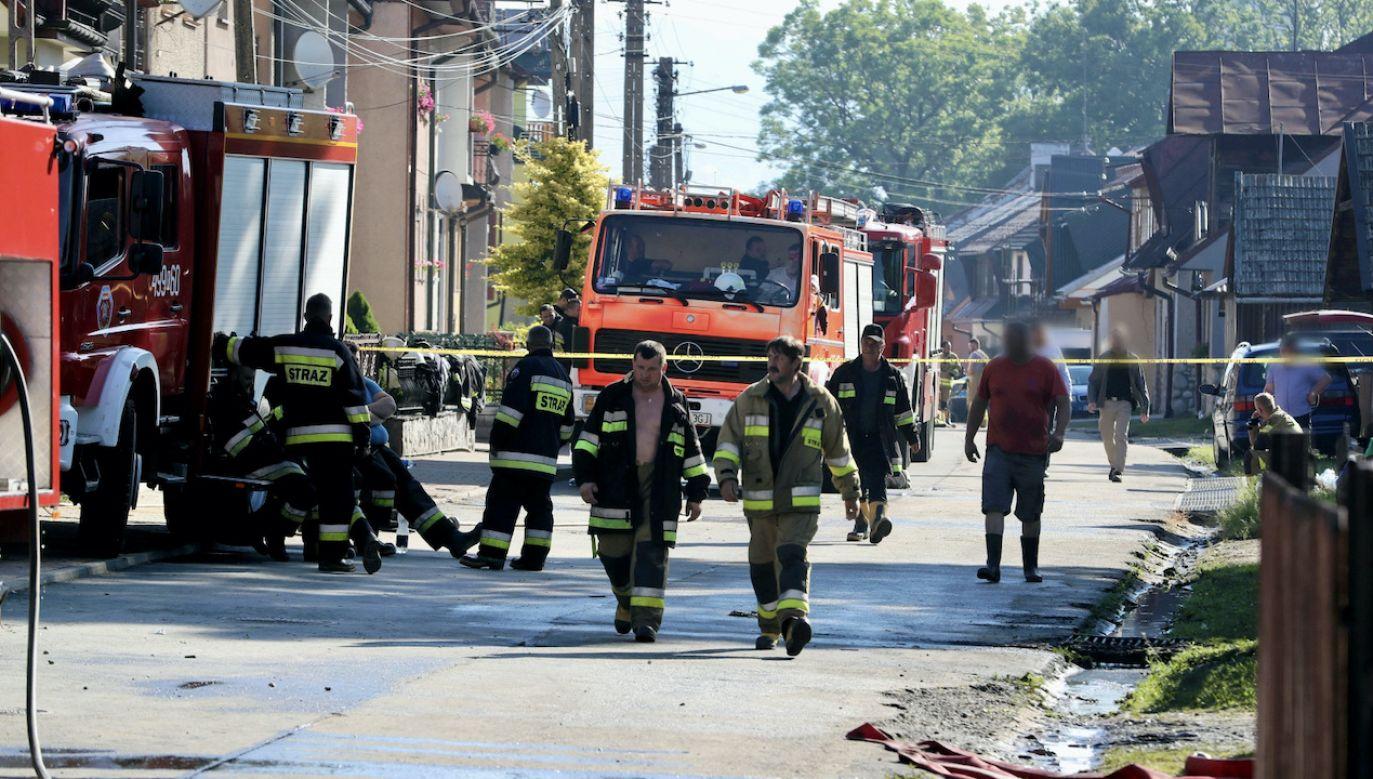 W pożarze w Nowej Białej w sobotę domy straciło 27 rodzin (fot. PAP/Grzegorz Momot)