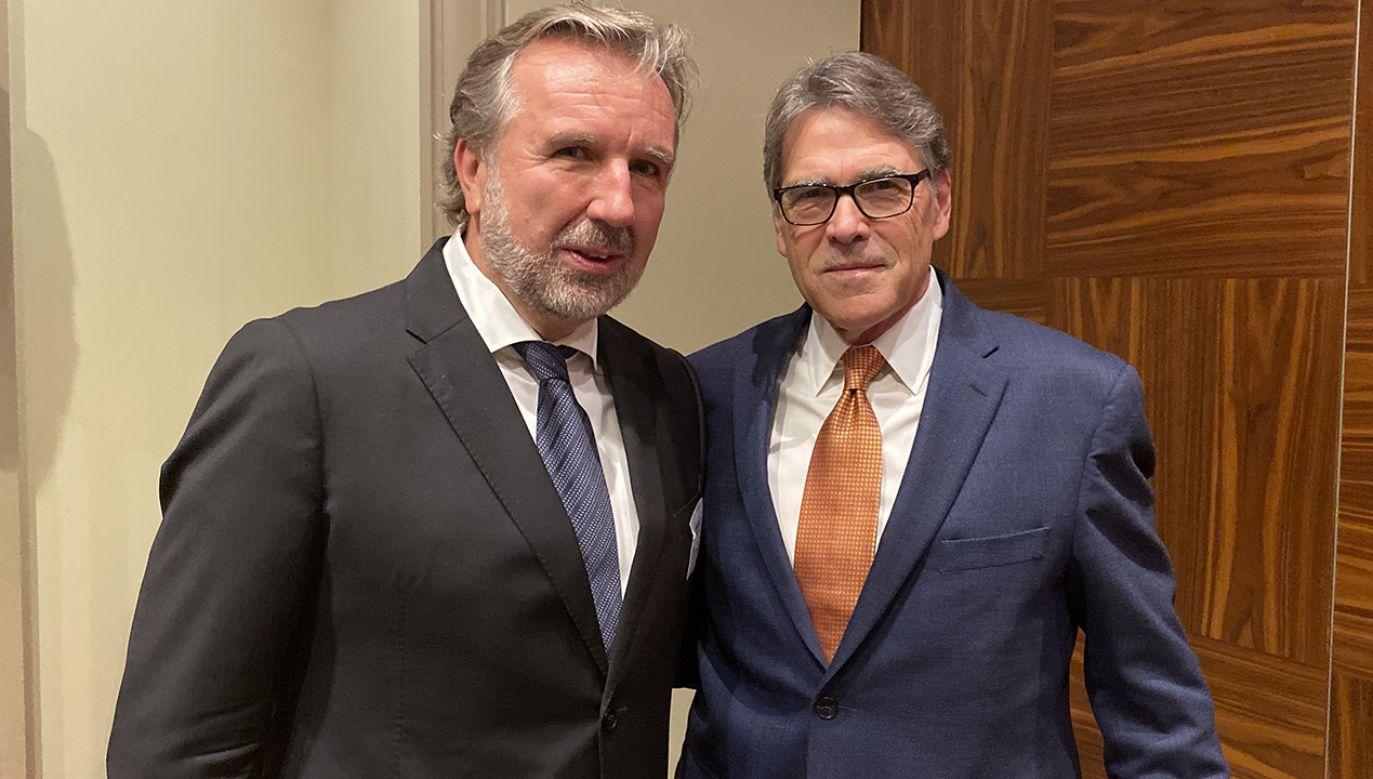 Michał Sołowow rozmawiał w sprawie elektrowni z sekretarzem energii USA Rickiem Perrym (fot. Materiały prasowe)