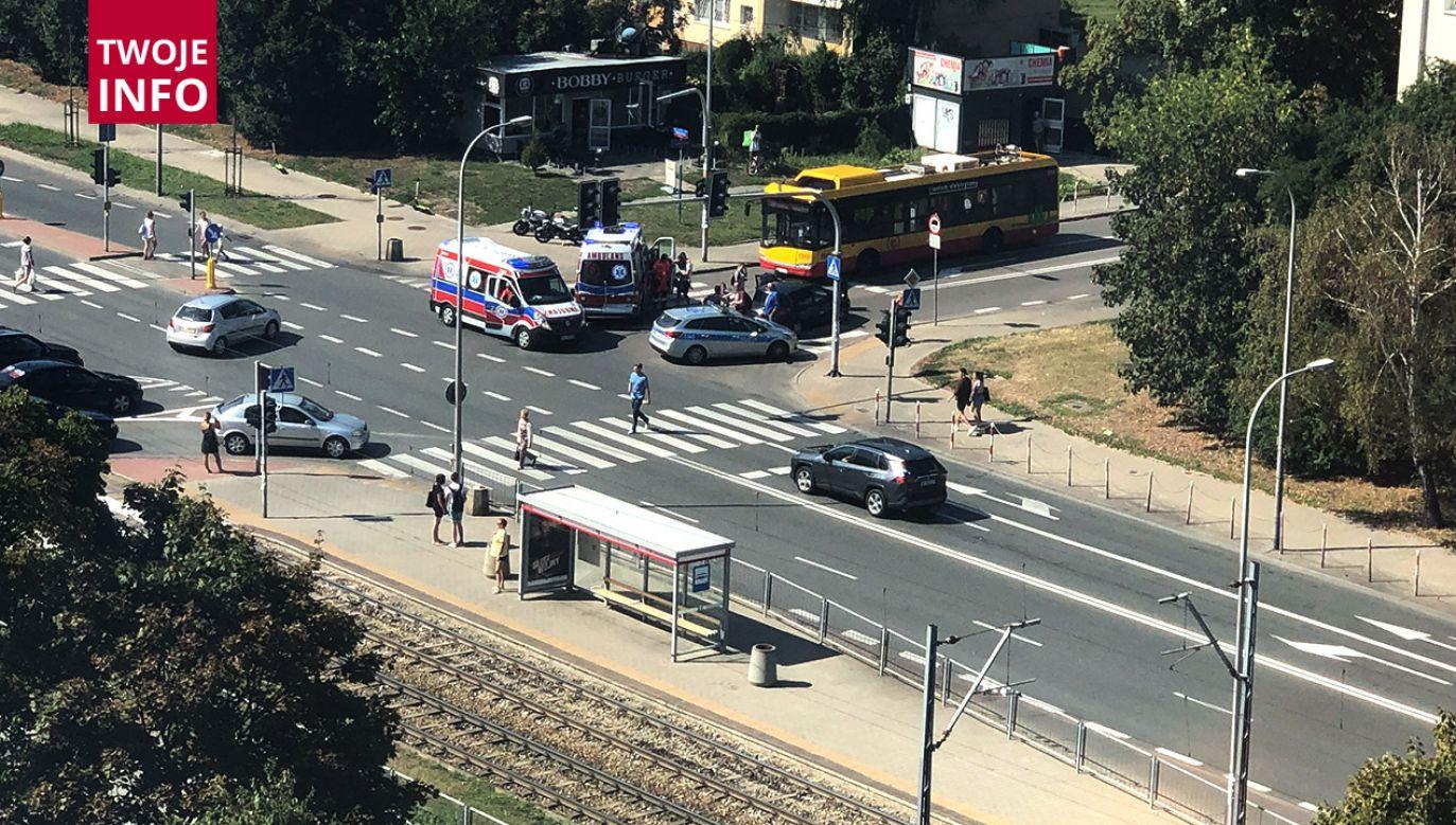Do wypadku doszło na skrzyżowaniu ulic Samochodowej i Woronicza w Warszawie (fot. Twoje Info)
